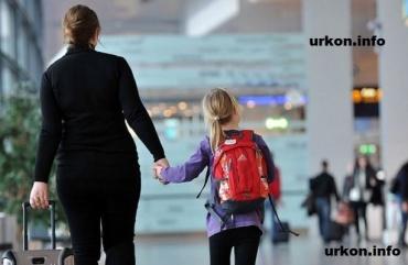 Право запретить выезд ребенка за границу есть, но его нет, потому что оно является существенным инструментом влияния!